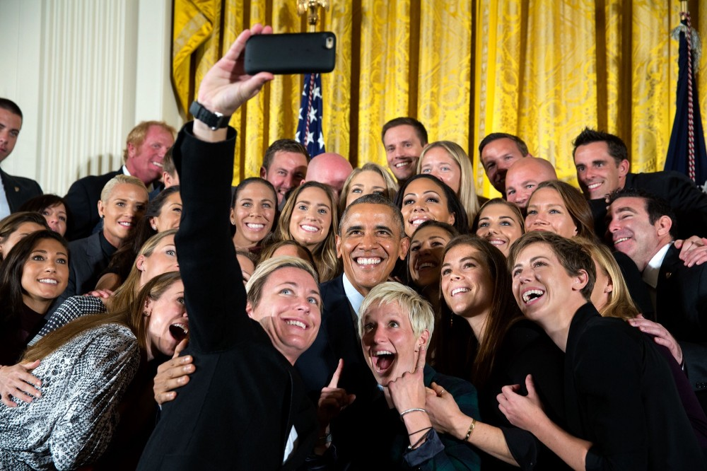 group_selfie_of_the_united_states_women27s_national_soccer_team_with_barack_obama